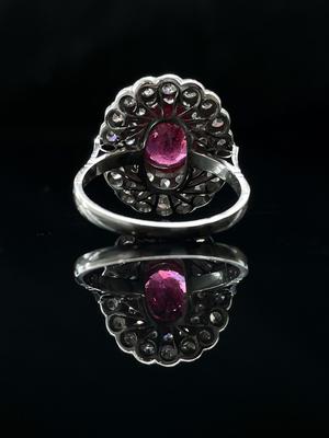 Bague rubis et double entourage diamants