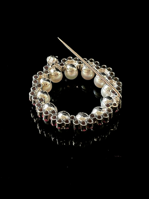 Broche perles et rubis