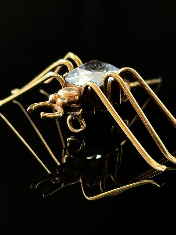 Broche spinelle