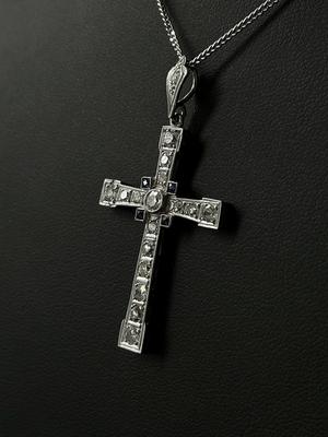 Pendentif croix diamants