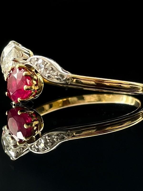 Bague toi et moi rubis et diamants