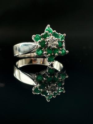 Bague diamant et emeraudes